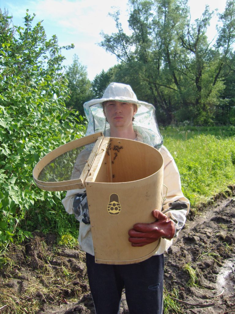 Я в 2010 с ловушкой пчелиных роёв