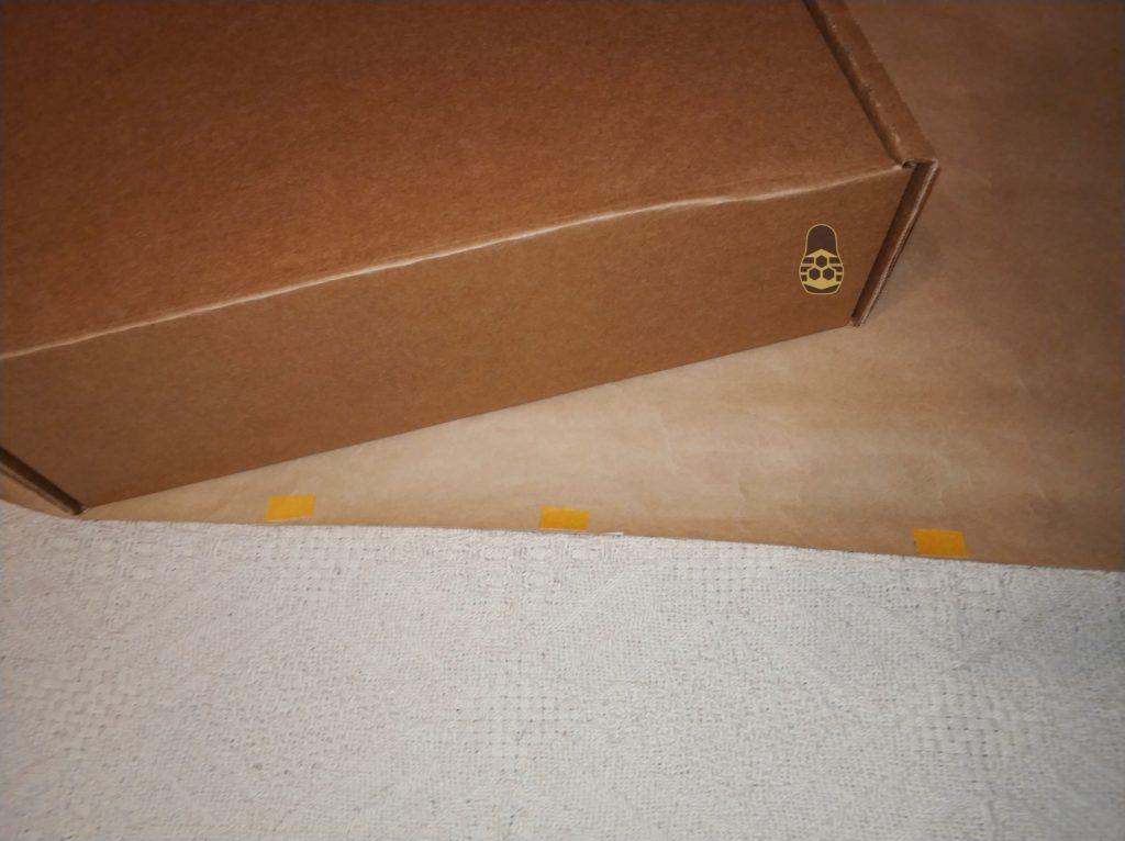 двух сторонний скот на упаковочной бумаге